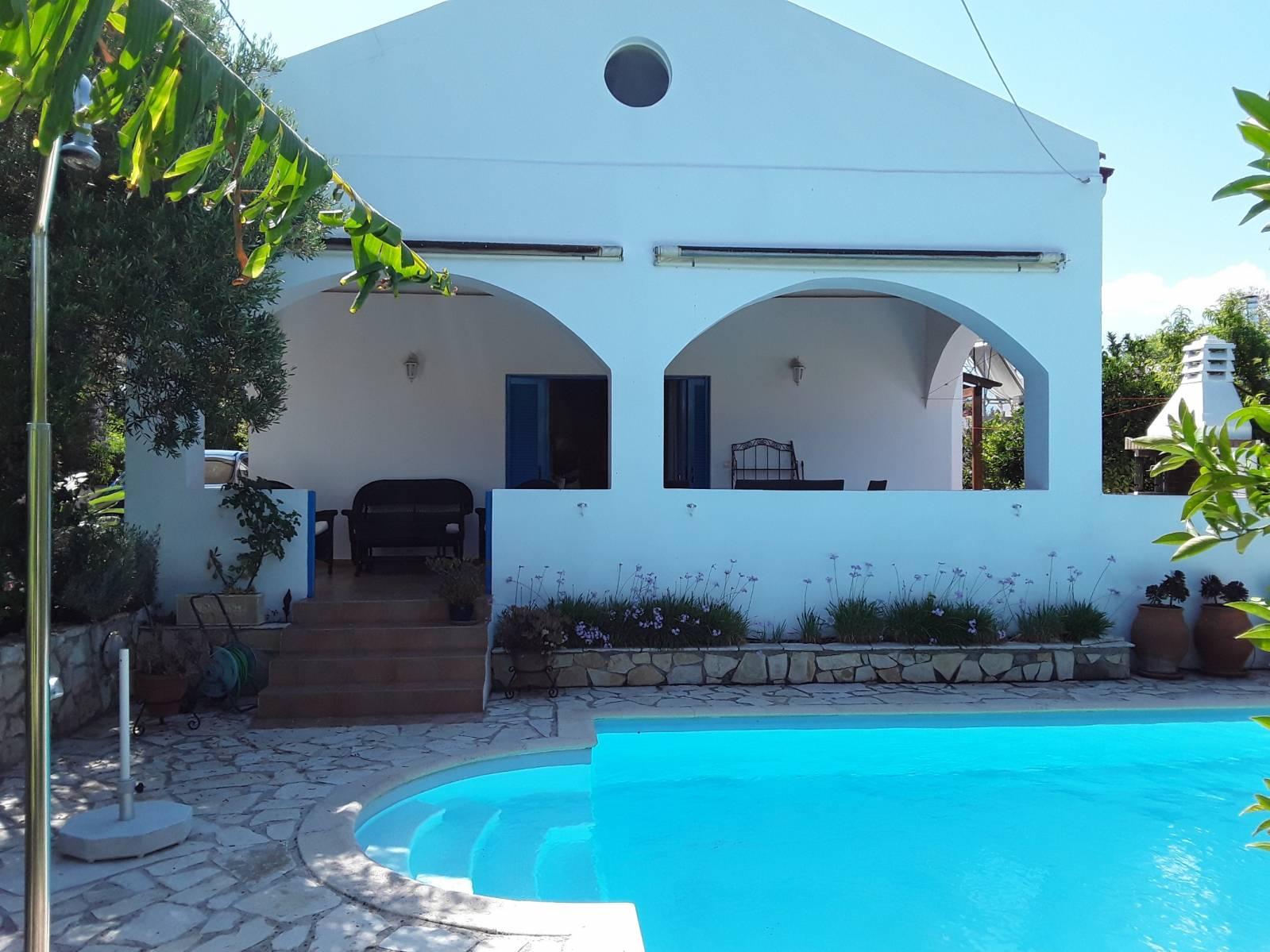 Alikianos bungalow
