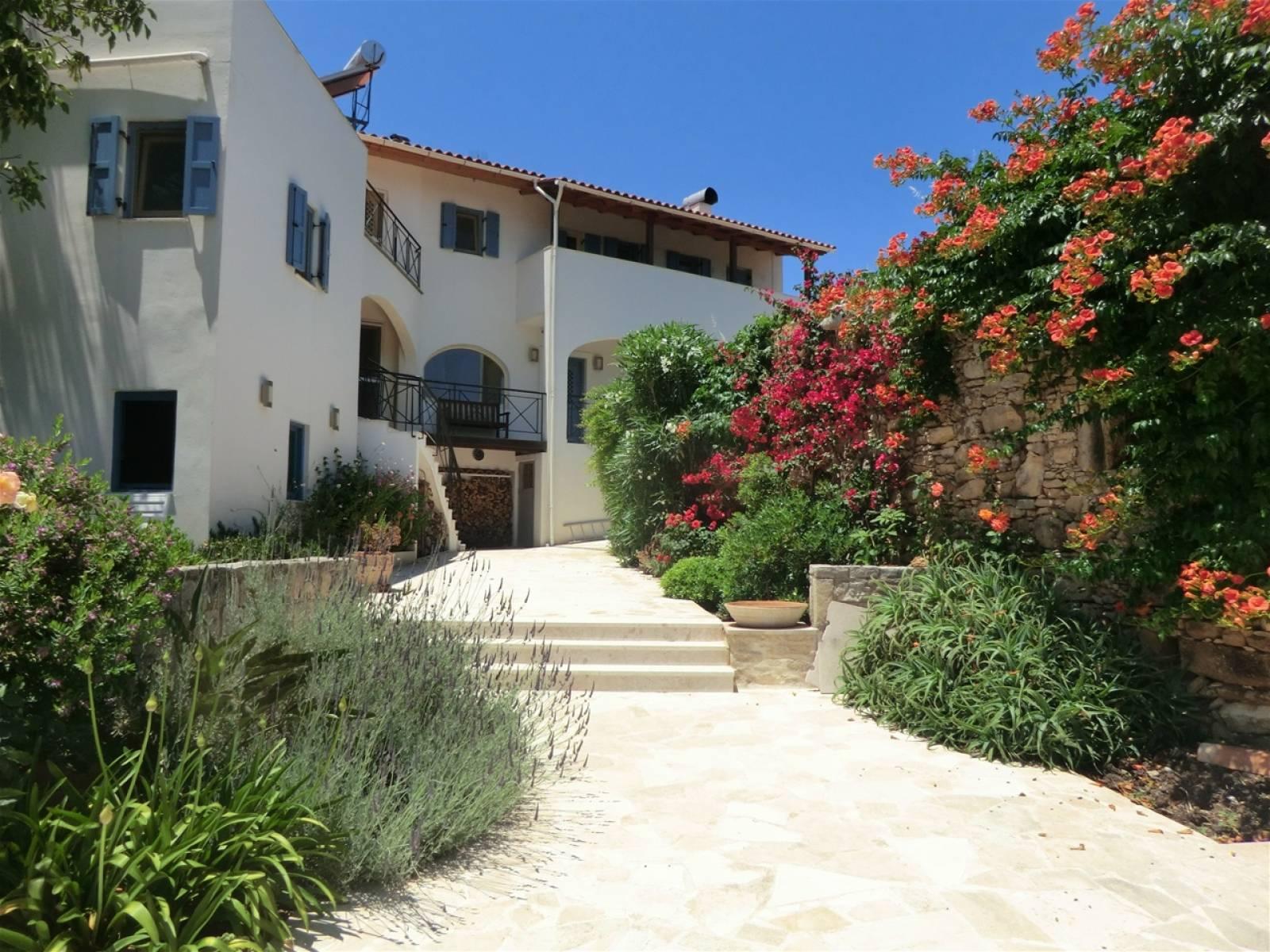 Villa with guest apartment in Kato Poros