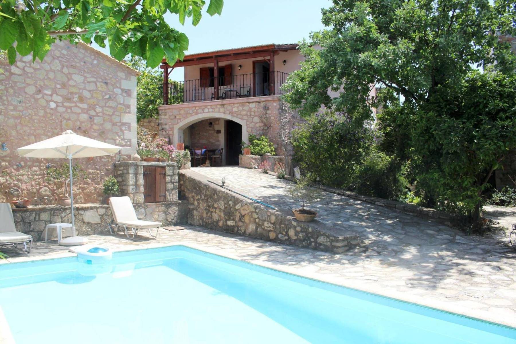 Charming Stone Complex in Loutra