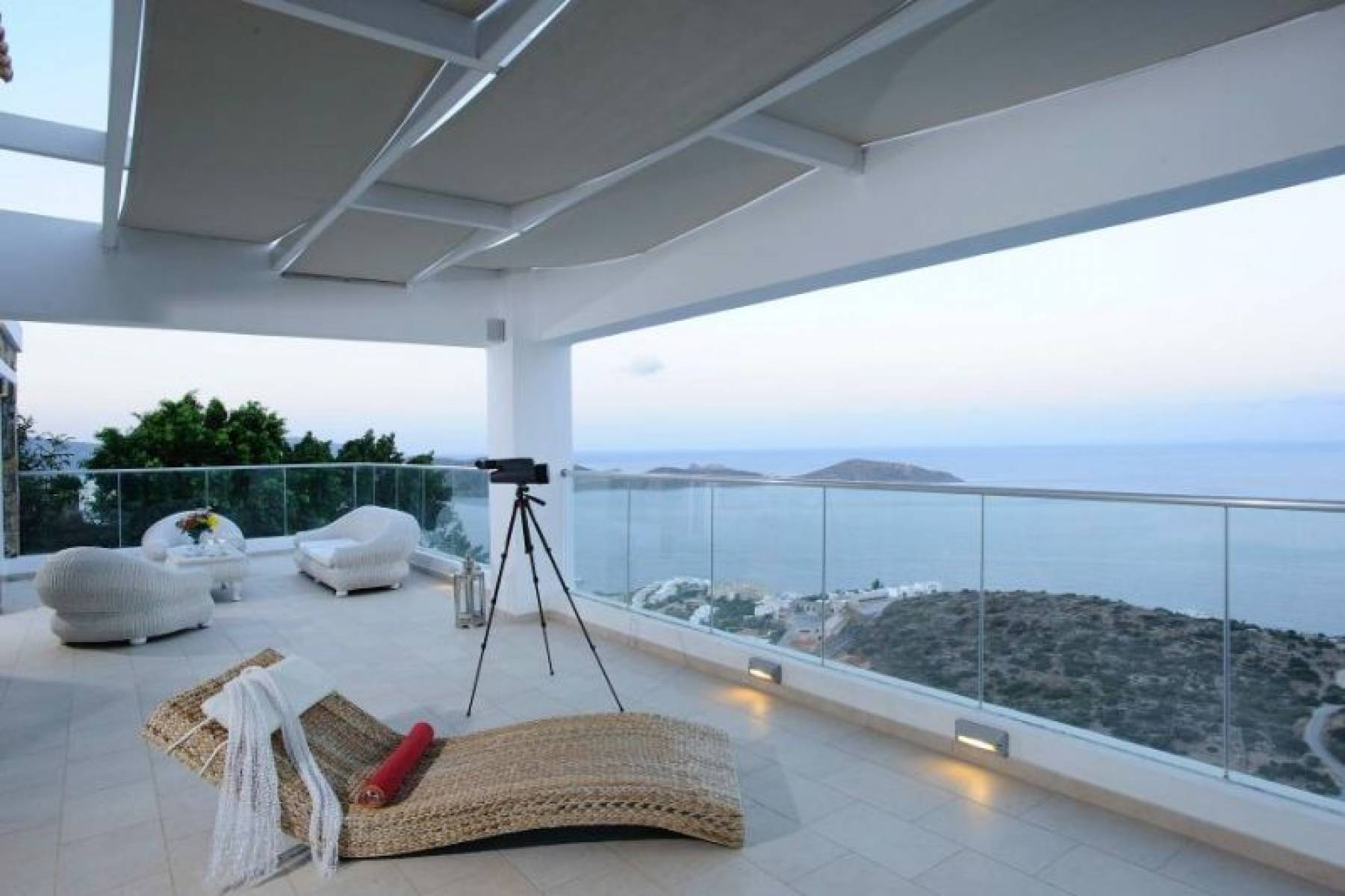 4 bedroom villa with sea views