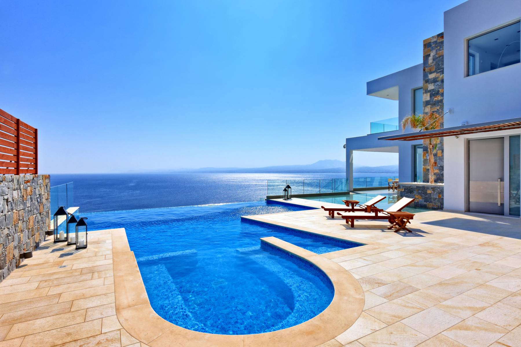 Ultra-luxurious villa with view