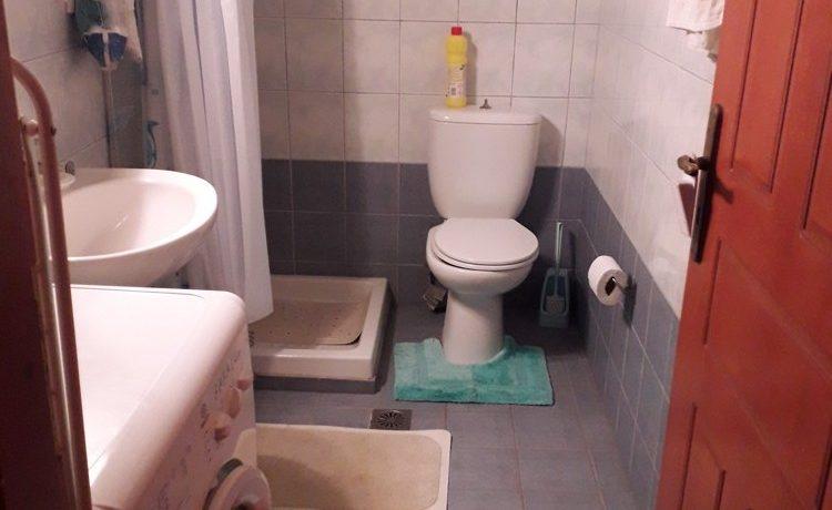 06-bathroom-1-e1576065498603