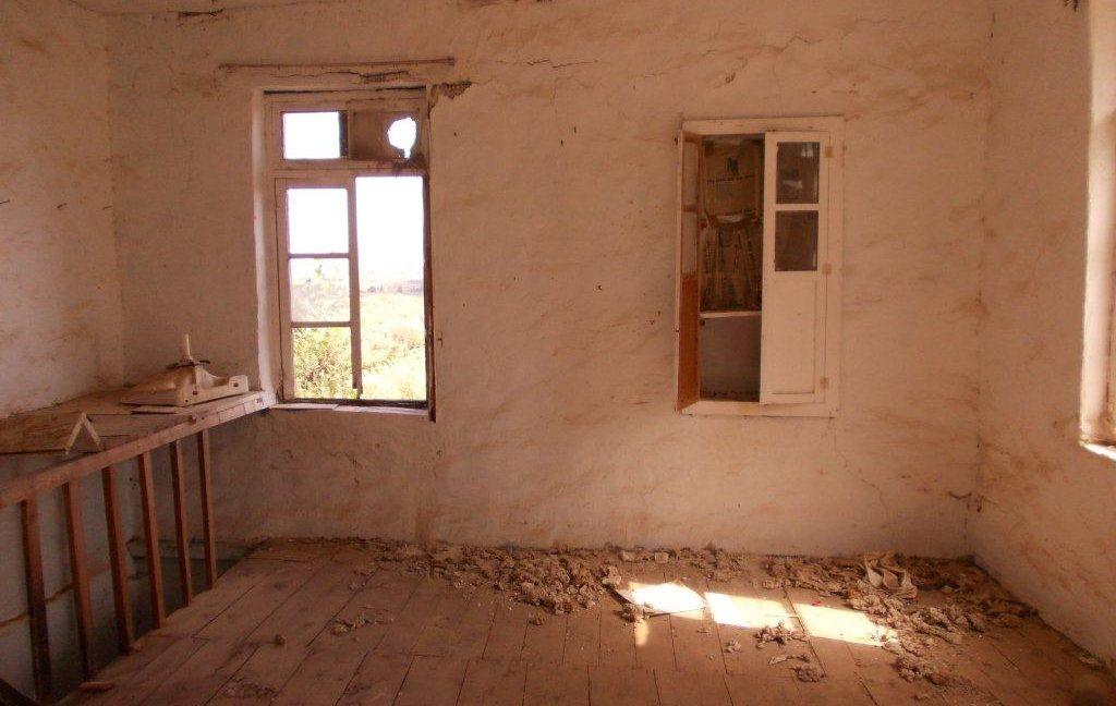 320-North-wall-of-upper-room