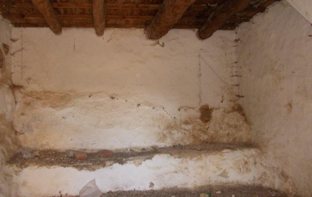 445-Downstairs-room-west-wall