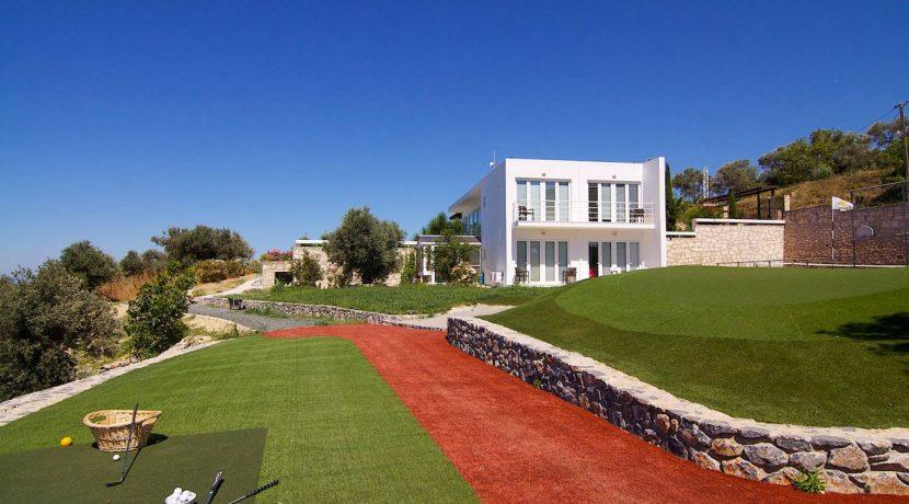 Unique villa with private golf course